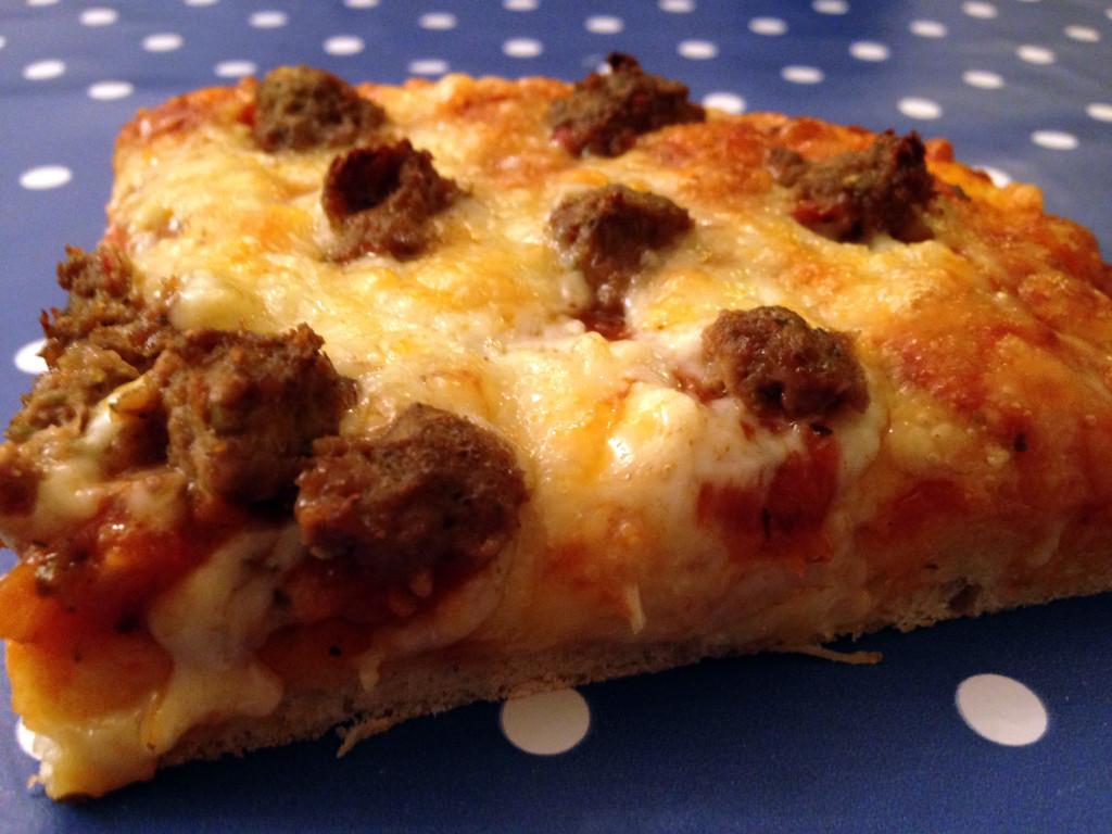 Pizza med barske kjøttboller