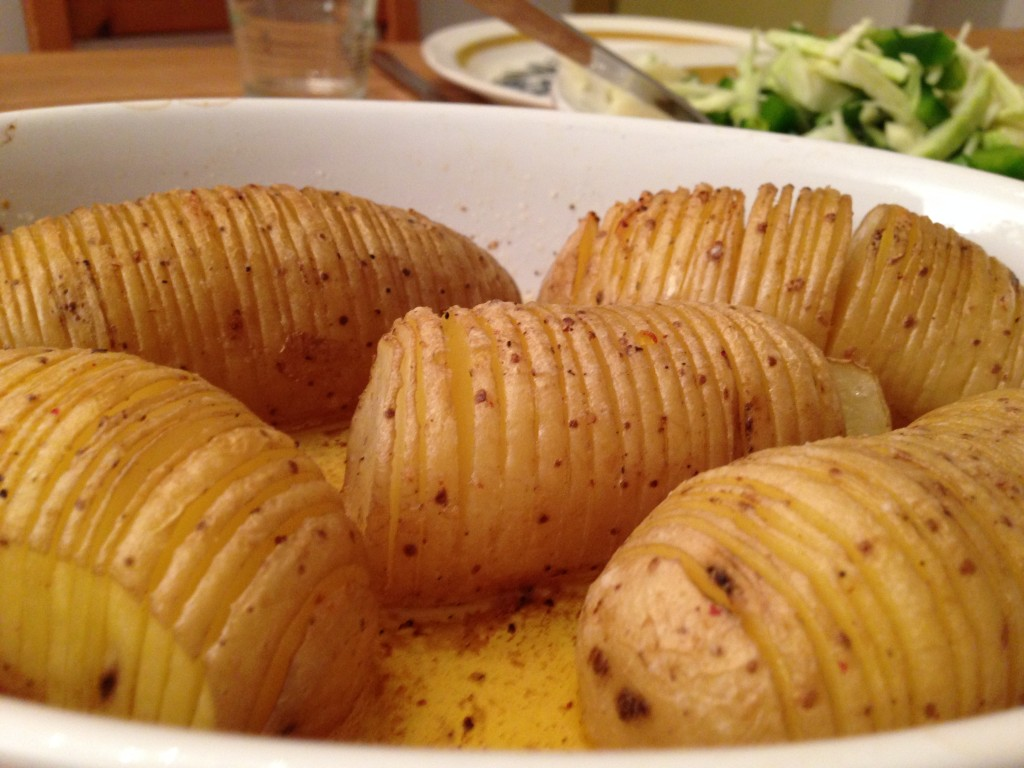Hasselbackpotetene stammer fra det svenske kjøkken, og ble først servert i restaurant Hasselbacken i Stockholm på 1940-tallet.