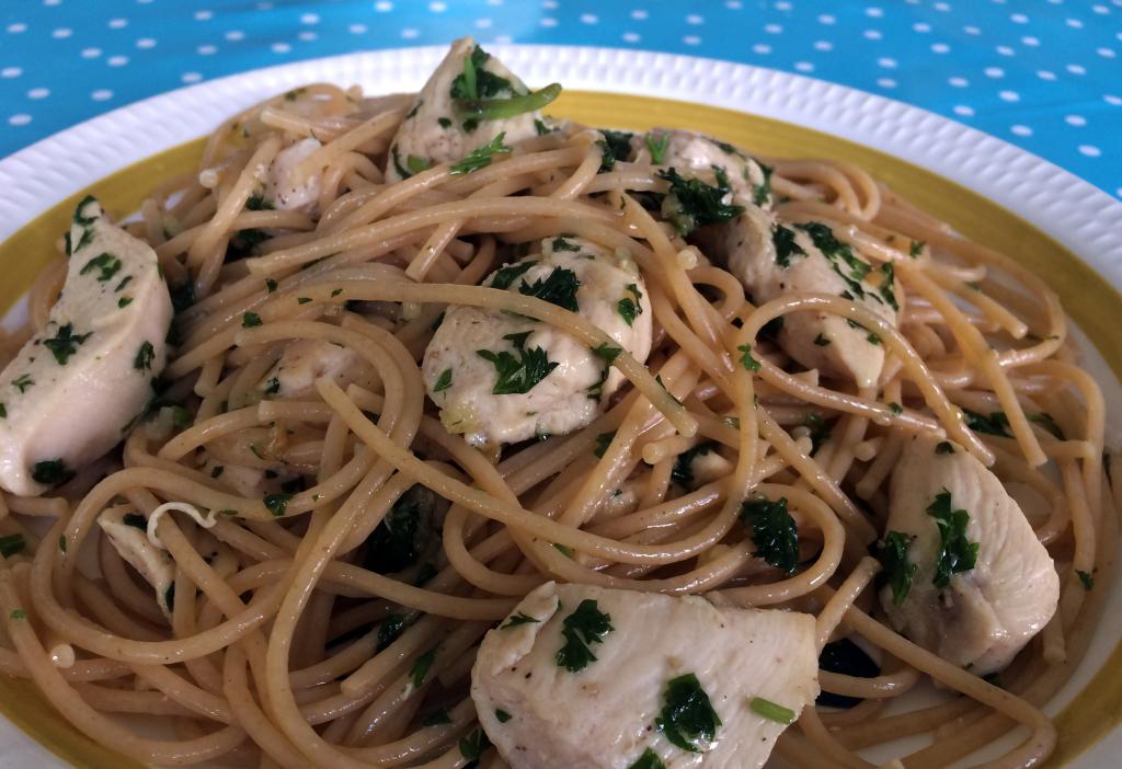 Hvitløkspastaen er et supert alternativ til den vanlige bolognesen.