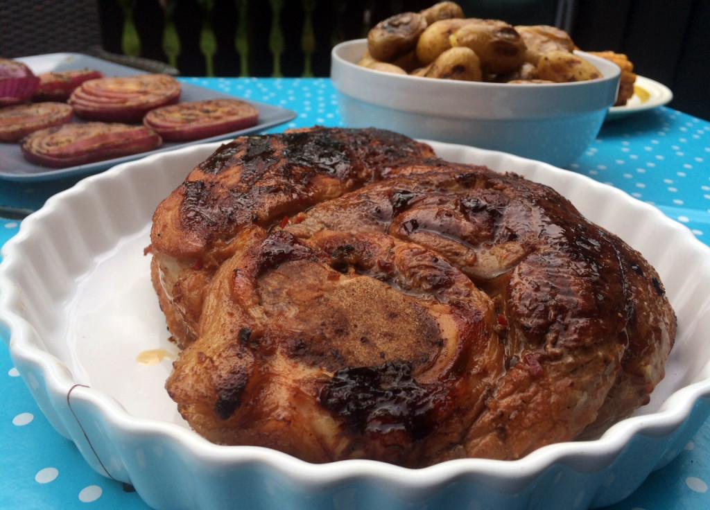 Flintstek marinert i en soya-honning-marinade og grillet til perfeksjon