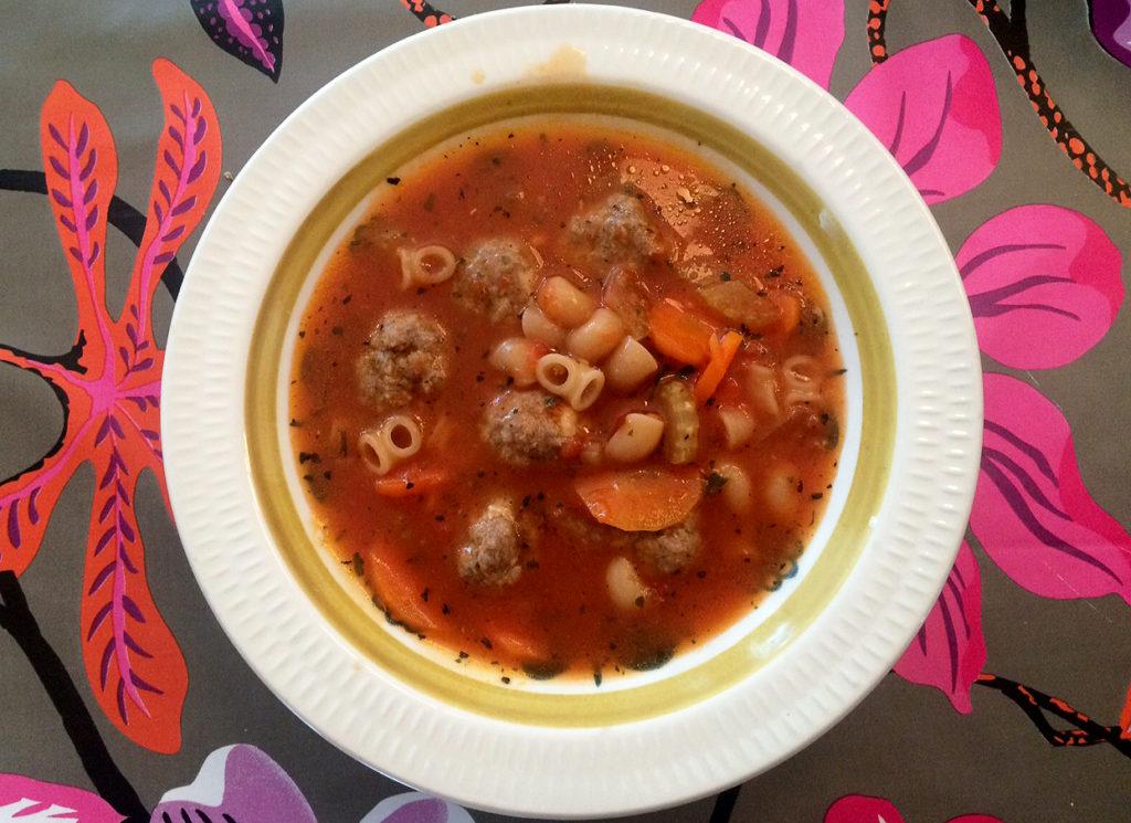 Italiensk kjøttbollesuppe med pasta