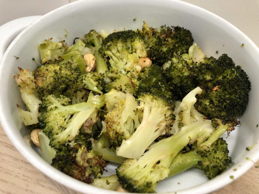 Ovnsbakt brokkoli med hvitløk og cashewnøtter